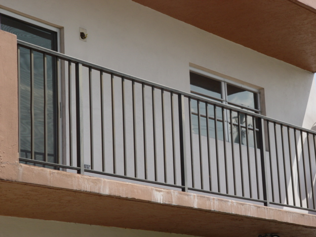 Railing balcony railings deck railings aluminum railings for Metal balcony
