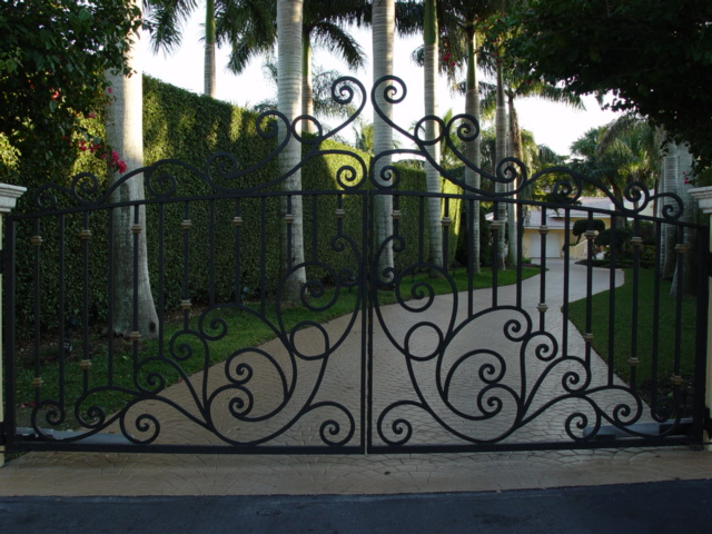 Custom Design Gates in Iron or Aluminum