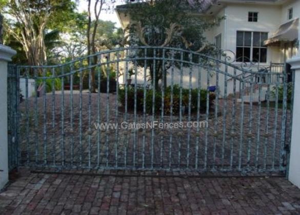 Entrance aluminum gates front driveway